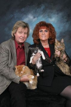 Weird family photos with cats