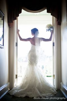 Excellent tips on posing for Bridal portraits.