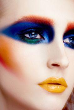 Futuristic makeup look Glam Rock Makeup, 80s Makeup, Costume Makeup, Makeup Art, Body Makeup, Contour Makeup, Free Makeup, Makeup Geek, Catwalk Makeup