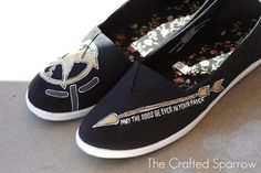 """DIY Hunger Games """"Toms"""" shoes—I'm totally going to do these!"""
