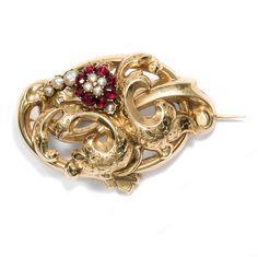 Goldenes Biedermeier - Antike Schaumgold-Brosche mit Granat & Perlen, um 1845 von Hofer Antikschmuck aus Berlin // #hoferantikschmuck #antik #schmuck #antique #jewellery #jewelry