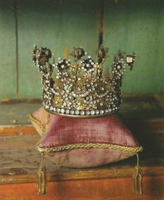 Your crown is waiting. #jacinda #crown #samoht