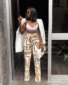 ef62c3b06152f White and gold outfit Outfit of the day Veste blazer blanche crop top et pantalon  large