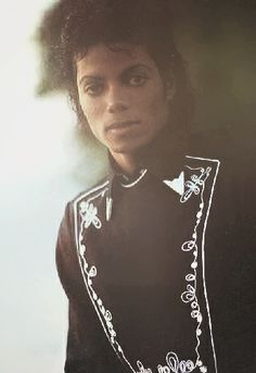 Michael Jackson looking PERFECTLY distinguished.