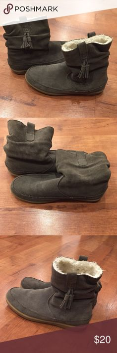 Green winter boots Forest green short boots warm and fuzzy on the inside! Gently worn! American Eagle Outfitters Shoes Winter & Rain Boots