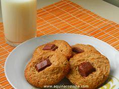 cookies com pedaços de chocolate Doughnut, Muffin, Pasta, Breakfast, Desserts, Food, Wafer Cookies, Sweets, Easy Homemade Biscuits