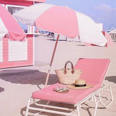 """historyinhighheels: """"One more day of work and then I'm heading home to Florida for the winter break! Best part about being from Florida? Going home for the holidays doubles as a tropical getaway! If you need me over the holidays, you can find me here. Beach Aesthetic, Summer Aesthetic, Pink Aesthetic, Pink Beach, Pink Summer, Happy Summer, Flamingo Beach, Summer Sun, Pink Love"""