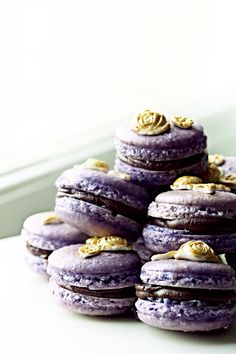 Purple macaroner with chocolate ganache (pimped with violet essence)