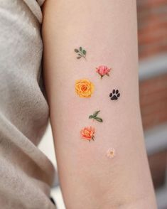 location: flowers like these (clustered) blooming from scars on arms (offset down- not right up against wrist) Mini Tattoos, Dainty Tattoos, Flower Tattoos, Body Art Tattoos, Cool Tattoos, Tatoos, Flower Tattoo Designs, Piercing Tattoo, 1 Tattoo