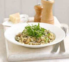 Mushroom & Thyme Risotto (perfect for lent) Ingredients Ingredients 1 tbsp olive oil chestnut mushrooms , sliced quinoa hot vegetable stock risotto rice handful thyme leaves handful grated Parmesan or vegetarian alternative bag rocket , to serve No Calorie Foods, Low Calorie Recipes, Diet Recipes, Vegetarian Recipes, Cooking Recipes, Healthy Recipes, Healthy Meals, Thyme Recipes, Diabetes Recipes