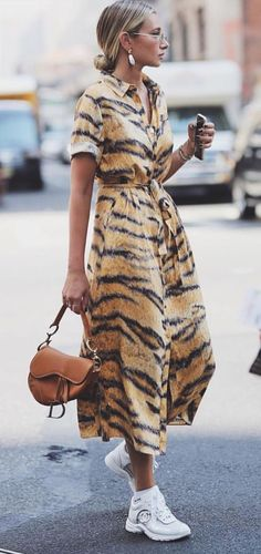 Print maxi or midi dress animal print outfits, animal print style, leopard print dress Trendy Dresses, Women's Dresses, Nice Dresses, Beautiful Dresses, Mode Outfits, Casual Outfits, Hijab Casual, Dress Casual, Mode Chanel