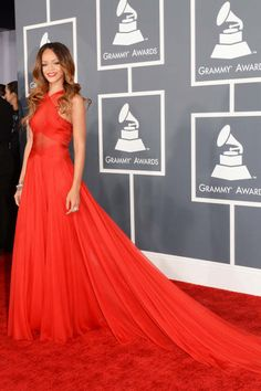 This is the Rihanna we love- in dramatic, cherry red Alaia #Grammys