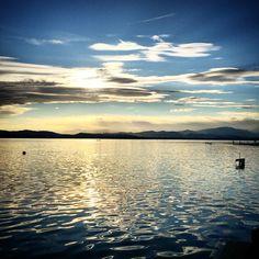 Un tramonto di aprile sul lago di Varese