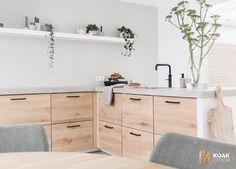 We love this Scandinavian oak Koak kitchen design! We love this Scandinavian oak Koak kitchen design! Home Decor Kitchen, Kitchen Furniture, Home Kitchens, Pink Kitchens, Ikea Kitchen Design, Kitchen Countertop Organization, Filigranes Design, Industrial Style Kitchen, Small Kitchen Storage
