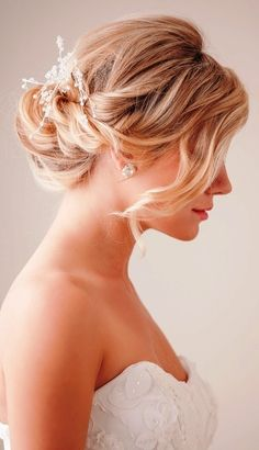 Lovely wedding updo hairstyle for brides or bridesmaids. Cute curls and a piece of hair left to hang over your face. I like the little hair piece too flowers or beads?