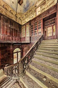 Beautiful and abandoned. Photo by Matthias Lochmann