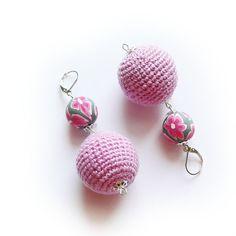Kolczyki - Różowa stokrotka w SolmilarArt na DaWanda.com Crochet Earrings, Crochet Jewellery, Etsy, Jewelry, Tricot, Craft, Stud Earrings, Necklaces, Chokers