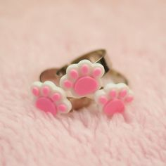 Hey, I found this really awesome Etsy listing at https://www.etsy.com/uk/listing/490423019/pink-paw-cat-ring-paw-ring-kawaii-ring