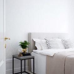 Sänggavel och sängbord