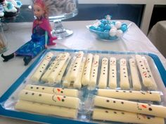 Homegrown Cozy: FROZEN Birthday Party (did this for J's school and kids loved them) Olaf Party, Disney Frozen Party, Frozen Themed Birthday Party, Elsa Birthday, Frozen Birthday Party, 6th Birthday Parties, Birthday Ideas, 3rd Birthday, Disney Birthday