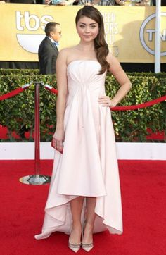 Sarah Hyland wearing Pamela Rowland at the 2014 SAG Awards.