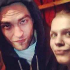 Robert Pattinson Life: New Fan Picture of Rob in London - Dec 17th
