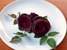 Cum se fac trandafirii din sfecla rosie Food Art, Panna Cotta, Goodies, Ethnic Recipes, Desserts, Christmas, Funny, Youtube, Decor