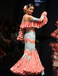 Ana Morón presentó su colección «Ana Morón 2016» en Simof 2016. Vanessa Gómez Flamenco Costume, Flamenco Dancers, Flamenco Dresses, Dance Like This, Disco Costume, Spanish Dress, Gypsy Women, Spanish Fashion, Gypsy Dresses