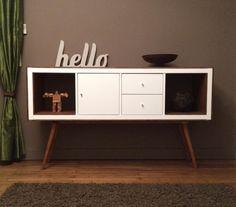 Relookage meuble KALLAX IKEA en meuble rétro ! Je rajouterai bien un peu de couleur à une des portes ...