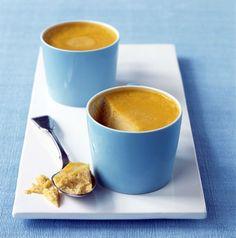 Budino di Zucca -------->       Ingredienti per 6 persone (267 kcal per porzione):  500 g di zucca  2 uova  300 g di zucchero  500 ml di latte    Preparazione:  cuocete in acqua bollente la zucca tagliata a pezzi; scolatela e fatela asciugare in forno. Sbucciatela, eliminate i semi e passatela al passaverdura.   Fate bollire il latte con 200 g di zucchero, toglietelo dal fuoco e aggiungete le uova sbattute e la zucca. Caramellate lo zucchero rimasto e mettetelo sul fondo di sei stampini…