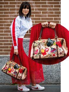 Süße Idee: Den Gucci Shopper mit Aufnähern und Stickern zu personalisieren - geht natürlich auch mit jeder anderen Tasche. Coole Sticker zum Aufkleben mit euren Initialien gibt es beispielsweise von up stick Sticker - oder hier unten:window.vn