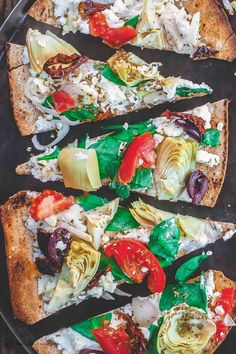 EASY Flatbread recipe, prepared Mediterranean-style with garden veggies, feta, artichokes and more. Ready in 15 minutes! The perfect lunch or appetizer. Flatbread Pizza, Easy Flatbread Recipes, Pizza Recipes, Pizza Pizza, Healthy Recipes, Pizza Dough, Healthy Dinners, Vegetarian Recipes, Dinner Recipes