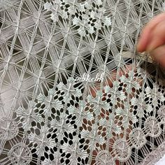 What BEAUTIFUL drawn-thread needlework!I don't know who made this or even how it's done, but it was so beautiful I had to pin it for you to see! Hardanger Embroidery, Ribbon Embroidery, Embroidery Stitches, Embroidery Patterns, Needle Lace, Bobbin Lace, Weaving Techniques, Embroidery Techniques, Filet Crochet