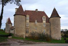 Château de Chareil-Cintrat ►► http://www.frenchchateau.net/chateaux-of-auvergne/chateau-de-chareil-cintrat.html?i=p