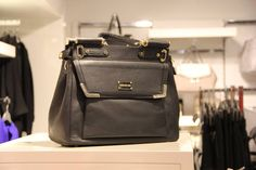 Black bag adds to every women's swag!!! #Kapsons #WomenBags