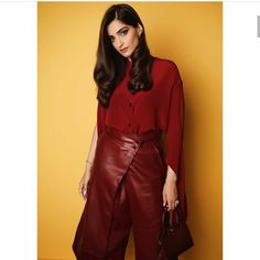Sonam Kapoor is Back To Her Red Shades And We Are All Mesmerized With Her Fashion Forms - HungryBoo Fashion Forms, Diva Fashion, Fashion Games, Bollywood Celebrities, Bollywood Actress, Sonam Kapoor Instagram, Popular Actresses, Power Dressing, Bollywood Stars