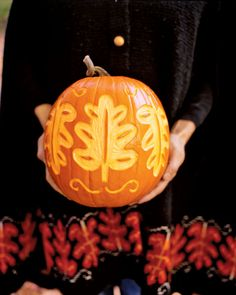 Beautiful Pumpkin Carving Ideas You Can Do By Making a Halloween Jack O'Lantern is one must-do activity for Halloween. Pumpkin carving is a very popular activity because of … Fall Pumpkins, Halloween Pumpkins, Halloween Decorations, Halloween Ideas, Halloween Jack, Happy Halloween, Thanksgiving Decorations, Samhain Decorations, Autumn Decorations