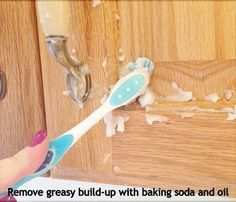 Ultimate list of DIY household cleaning tips, tricks and hacks for the home (bathrooms, kitchens, bedrooms, and more! Spring cleaning here I come! Homemade Cleaning Products, Household Cleaning Tips, Household Cleaners, Cleaning Recipes, House Cleaning Tips, Natural Cleaning Products, Spring Cleaning, Cleaning Hacks, Kitchen Cleaning
