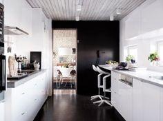 White kitchen with darkbrown contrasts design Dysign Penthouse For Sale, Swedish House, Scandinavian Interior Design, Furniture Market, Green Rooms, New Homes For Sale, Teak Wood, Elle Decor, Kitchen Interior
