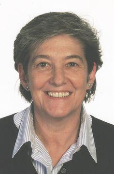 LAURA MINTEGI.  (Estella, 1955 - ). Desde 1973 vive en Algorta (Getxo). Licenciada en Historia y doctora en Psicología. Desde 1981, profesora del Departamento de Didáctica de la Lengua y la Literatura de la Universidad del País Vasco. Ha recibido, entre otros premios literarios, el Premio de Novela Azkue, el Premio Ciudad de San Sebastián y el Premio Jon Mirande.  http://es.wikipedia.org/wiki/Laura_Mintegi