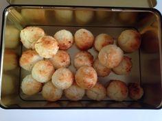 biscotti al cocco in 5 minuti e con tre  ingredienti.