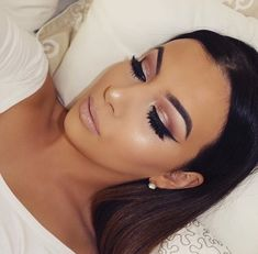 Sparkly blush smokey eye, winged liner, and nude lip. Such a stunning look.