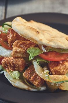 Quorn Pieces cooked in a piri piri sauce & served in a soft, warm flatbread with fresh salad. Click to discover now. Tasty Vegetarian Recipes, Vegetarian Dinners, Healthy Meals, Healthy Food, Healthy Eating, Healthy Recipes, Quorn Recipes, Veggie Recipes, Lunch Recipes
