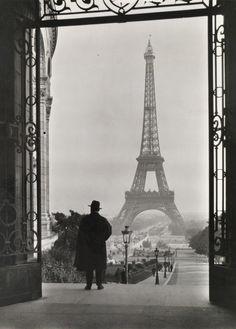 Tour Eiffel, from Palais du Trocadéro, Paris, 1929