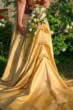 Robe crée et réalisée sur mesure dans les tons Or et Chocolat.