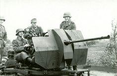 A German 20mm Flak crew