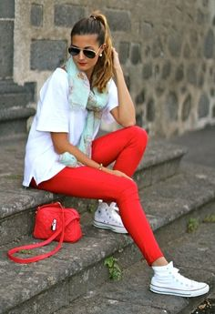 marianelahd | My looks | Chicisimo http://marilynsclosetblog.blogspot.com.es/2013/10/red-and-converse.html