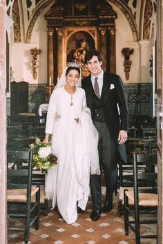 Wedding Montse and Diego in Seville Minimal Wedding Dress, Chic Wedding, Wedding Ceremony, Wedding Gowns, Dream Wedding, Wedding Details, Bridal Veils And Headpieces, Conservative Fashion, Weeding Dress