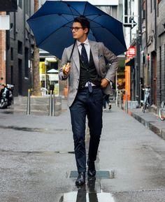2016-04-25のファッションスナップ。着用アイテム・キーワードは30代, カーディガン, シャツ, ジャケット, チノパン, テーラード ジャケット, ドレスシューズ, ネクタイ, ポケットチーフ, メガネ,etc. 理想の着こなし・コーディネートがきっとここに。| No:144201