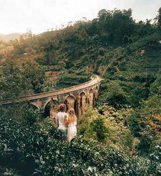 Things to do Ella Sri Lanka Nine arch bridge couple view